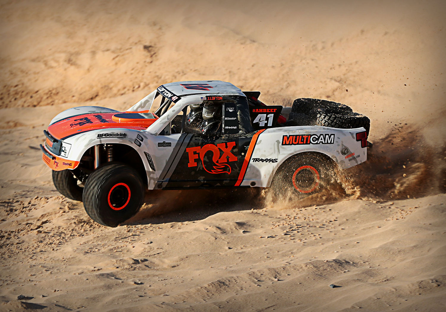 1/7 TRAXXAS UNLIMITED DESERT RACER FOX 85076-4