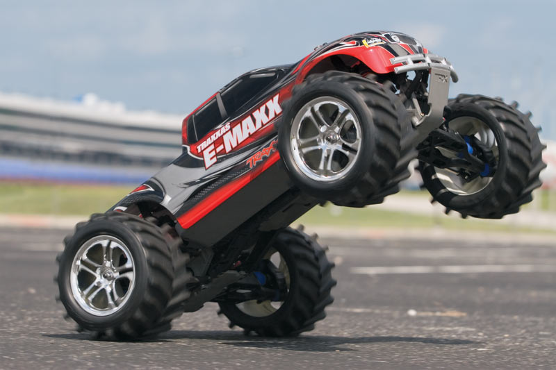 E-Maxx: 1/10 Scale Electric 4WD Monster Truck with TQi ...