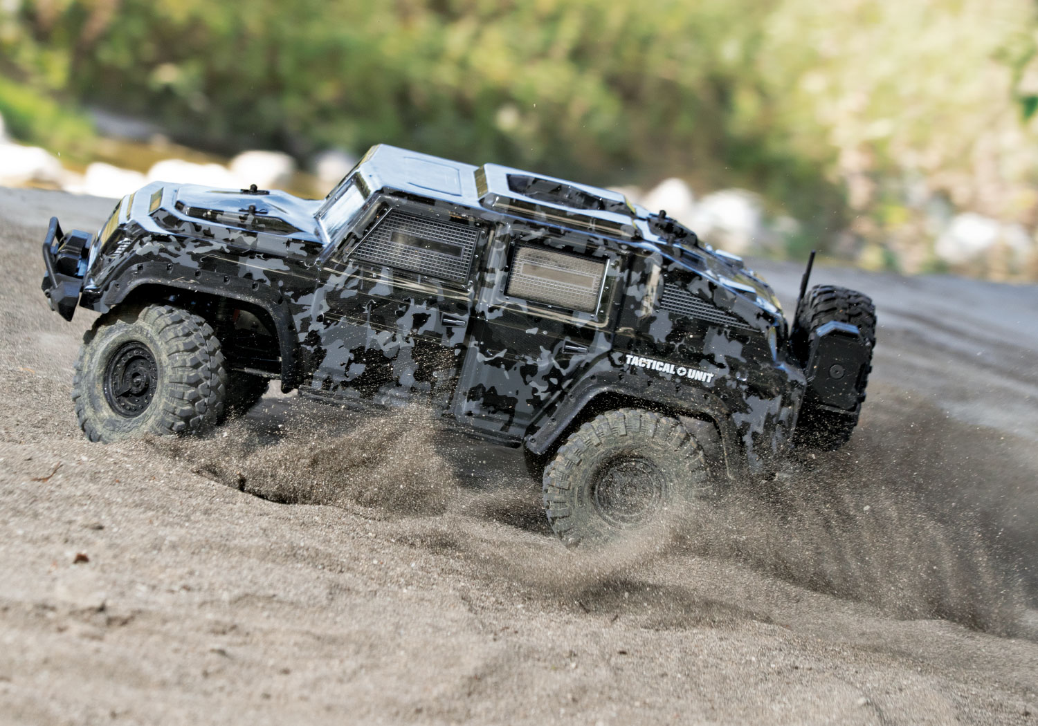 Traxxas TRX-4 Tactical Unit 82066-4-Tactical-Outdoor-04