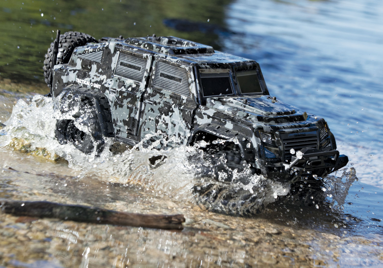 Traxxas TRX-4 Tactical Unit 82066-4-Tactical-Outdoor-06