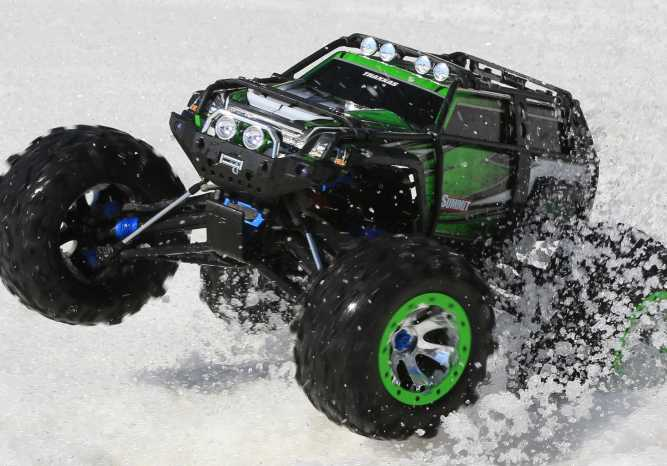 Summit: 1/10 Scale 4WD Electric Extreme Terrain Monster Truck with