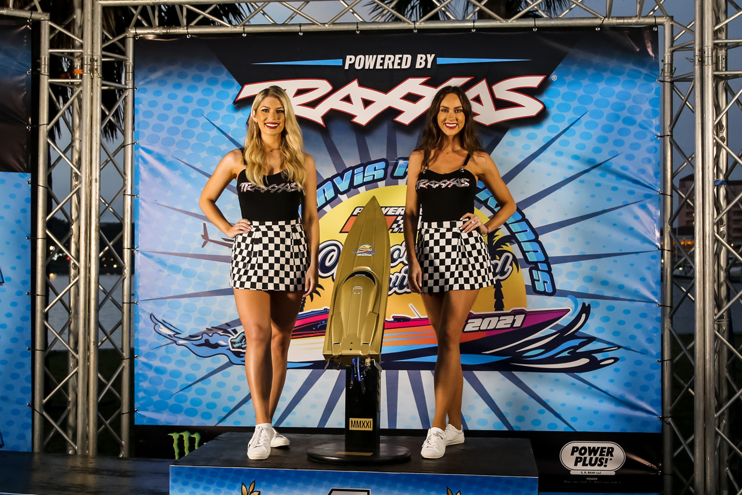 Traxxas Girls and the coveted Golden Spartan trophy