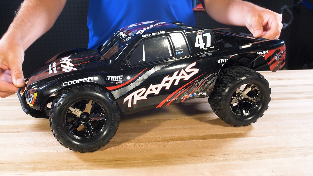 How to Turn a Traxxas Slash Into a Monster Truck | Traxxas